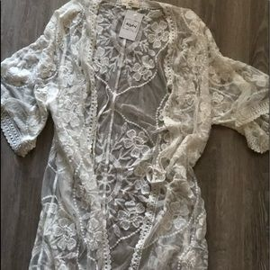 Cream colored lace Kimono NWT boutique